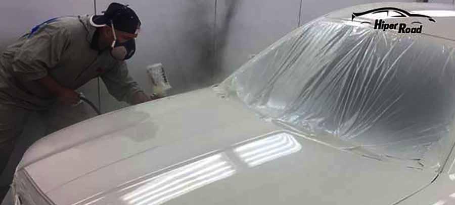 pintar coche de color blanco en taller a pistola