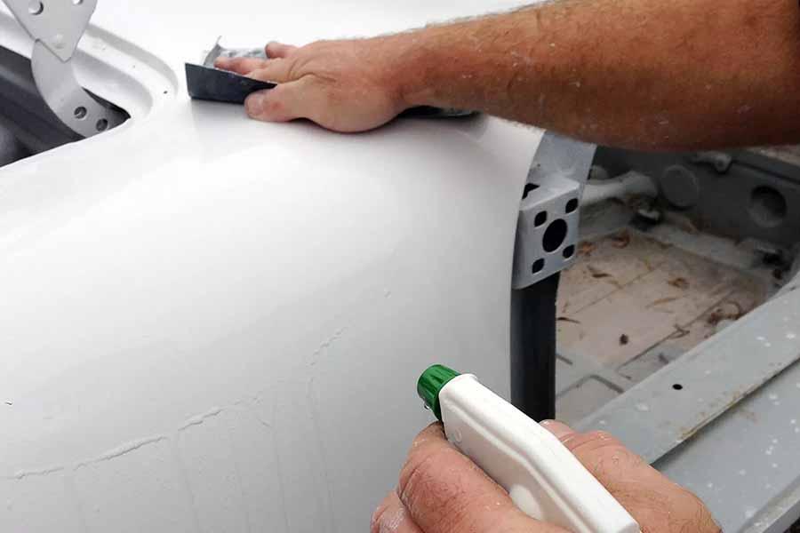 lijar la imprimacon del coche antes de pintar