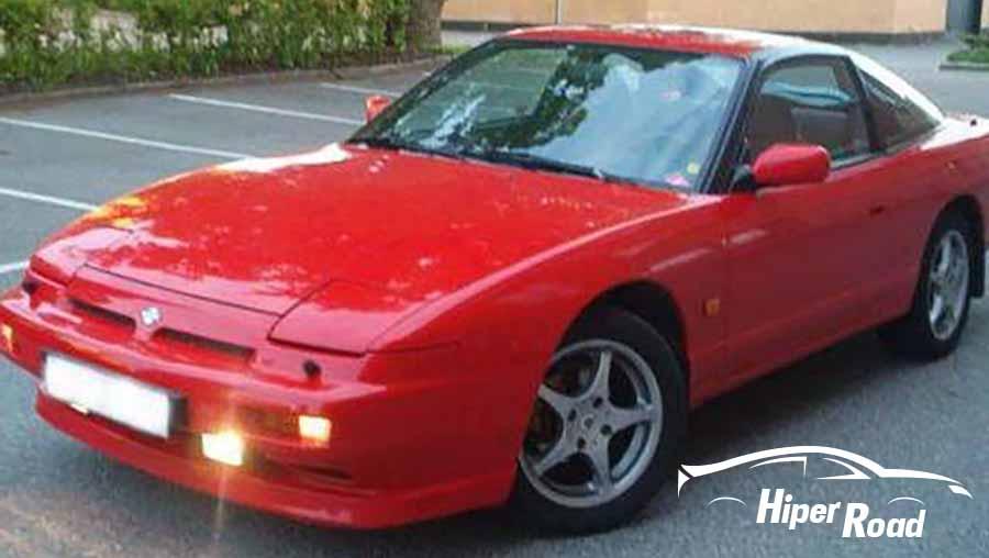coche deportivo rojo con la pintura gastada